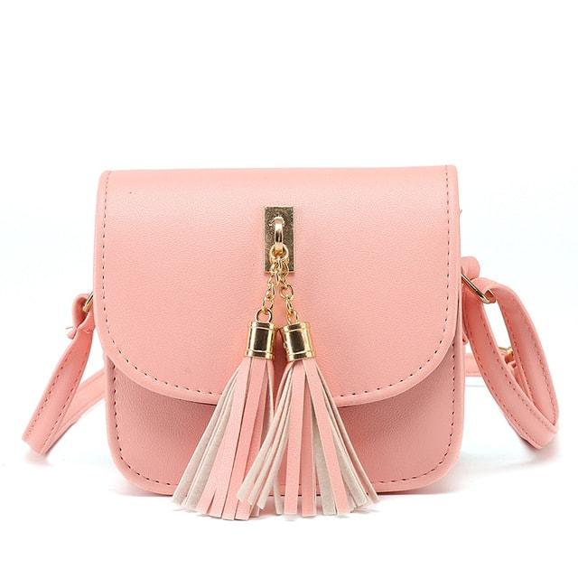 Różowa torebka z chwostami