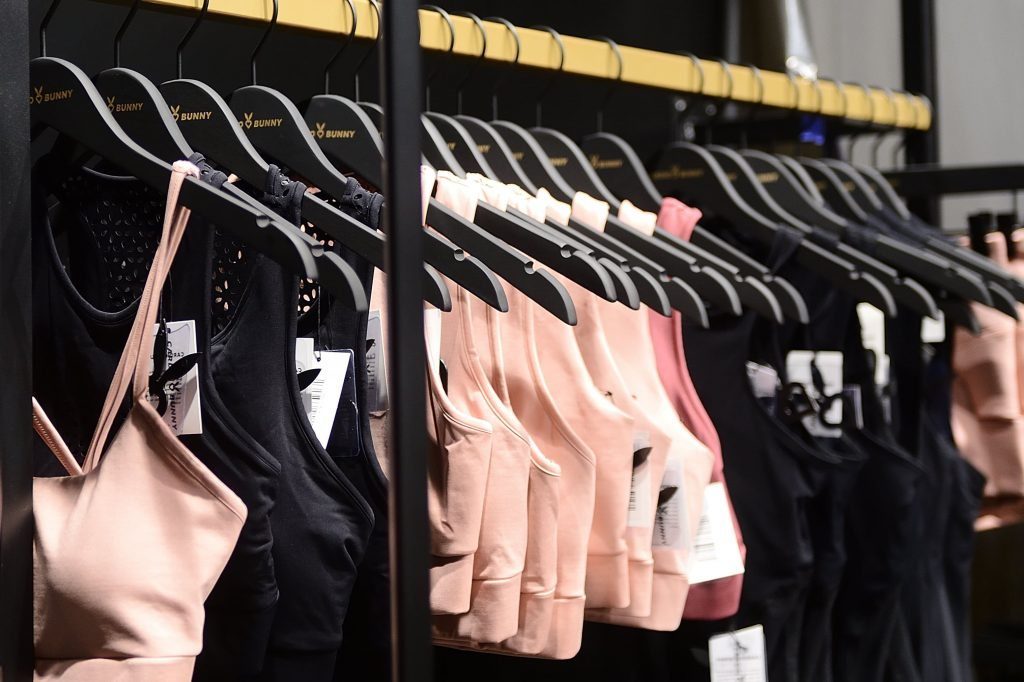 Sklep odzieżowy jako pomysł na kobiecą firmę?